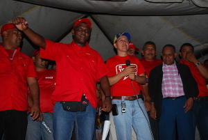 Gobernador se comprometió con el pueblo de Manuel Monge a fortalecer servicios públicos