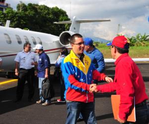 El Gobernador del estado recibió al Vicepresidente en la pista del aeropuerto