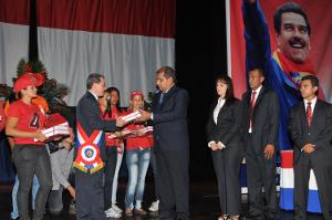 El Gobernador Julio León, hizo entrega de su informe de gestión 2013, al Contralor General del Estado Yaracuy