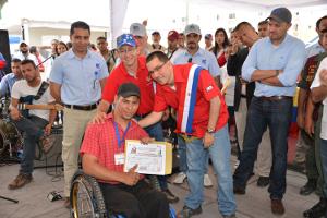 Los beneficiarios recibieron el certificado de propiedad