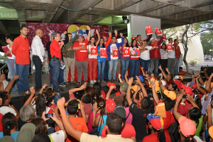 León encabeza acto con los 24 aspirantes por el Circuito 1