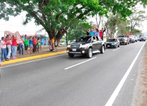 EL PUEBLO APOYO LA CARAVANA DESDE SUS TRINCHERAS