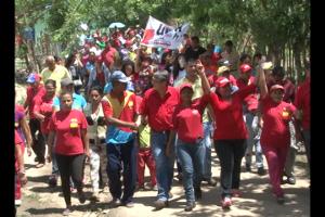 Los precandidatos acompañdos del pueblo visitaron las familias de Rosa Ines 21